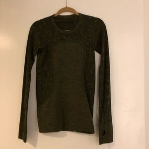 Lululemon Swiftly Tech Long sleeve Size 6